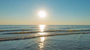 sun sea line of light